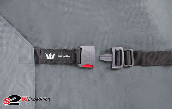 Extra wide heavy duty straps with side release buckles on front and rear.
